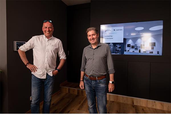 Robert Klug, COO von iHaus (links) und Manfred Petschulat, Marketing Director & Regional Sales Manager von Zumtobel (rechts)
